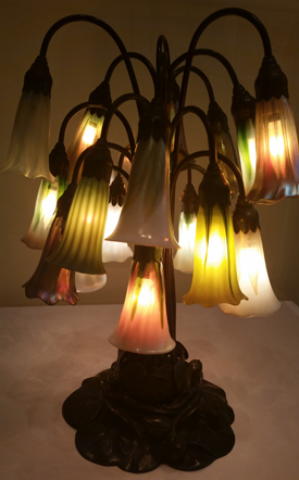 Tiffany lamp with 18 Lilies