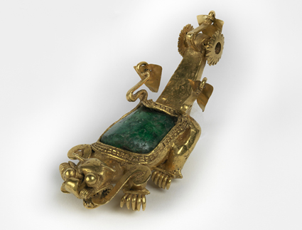 ornate golden Cocle pendant with large emerald - Panama