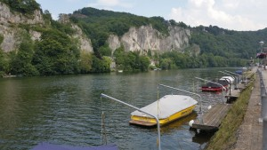 Boats and cliffs along the Meuse